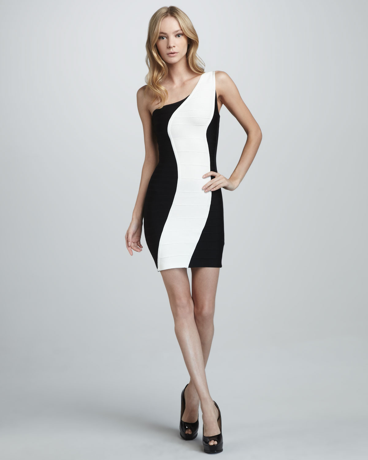 White And Black Dress 7 Free Wallpaper