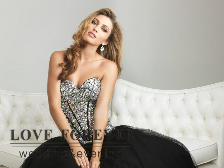 Black And Silver Gown 26 Desktop Background