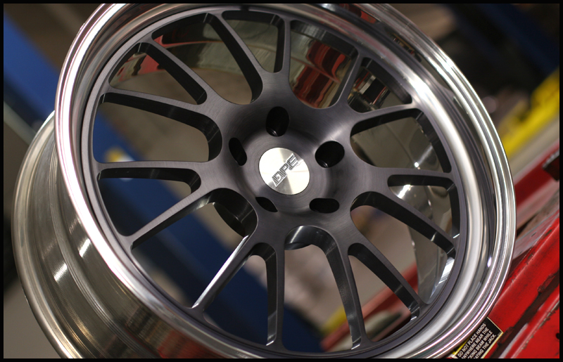 Black And Silver Rims 30 Background Wallpaper