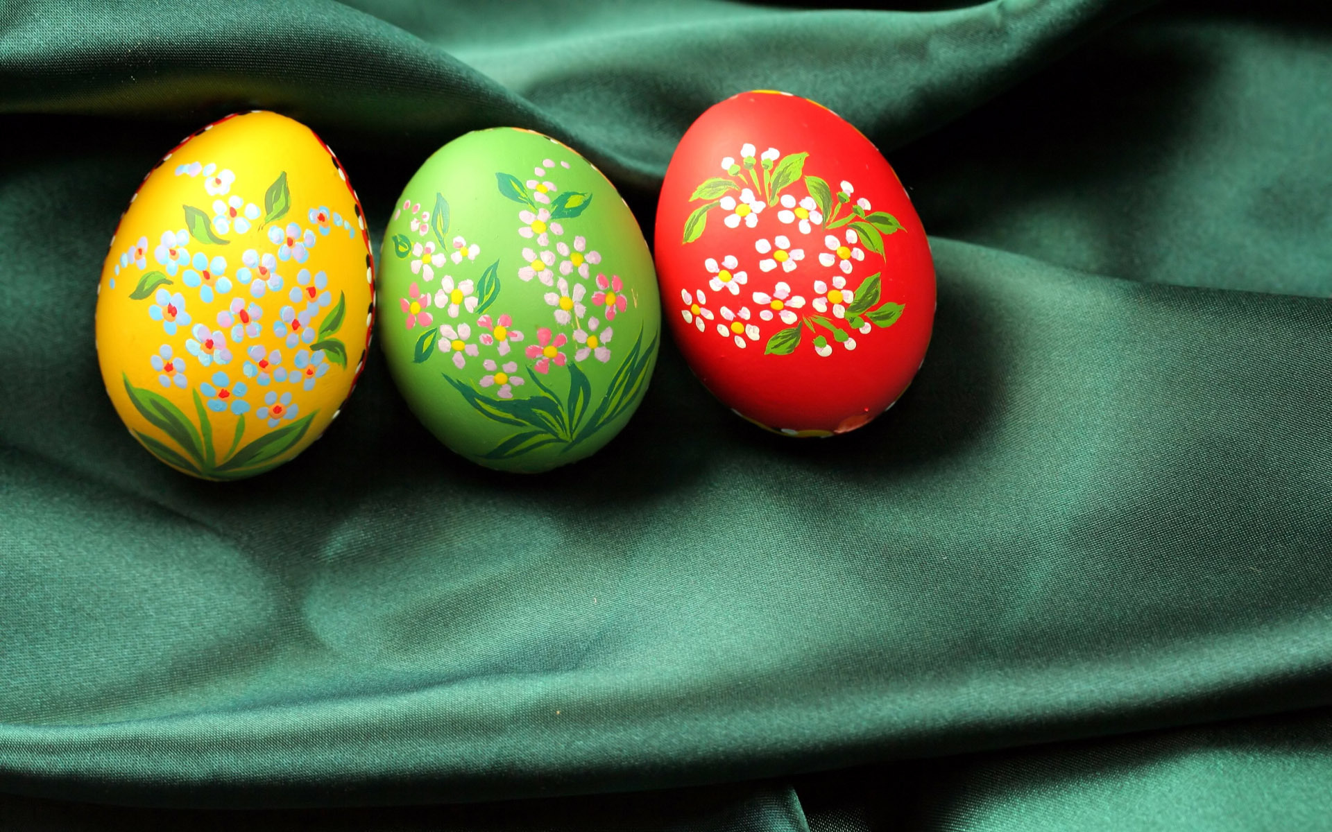 Green And Black Easter Eggs 11 Free Wallpaper