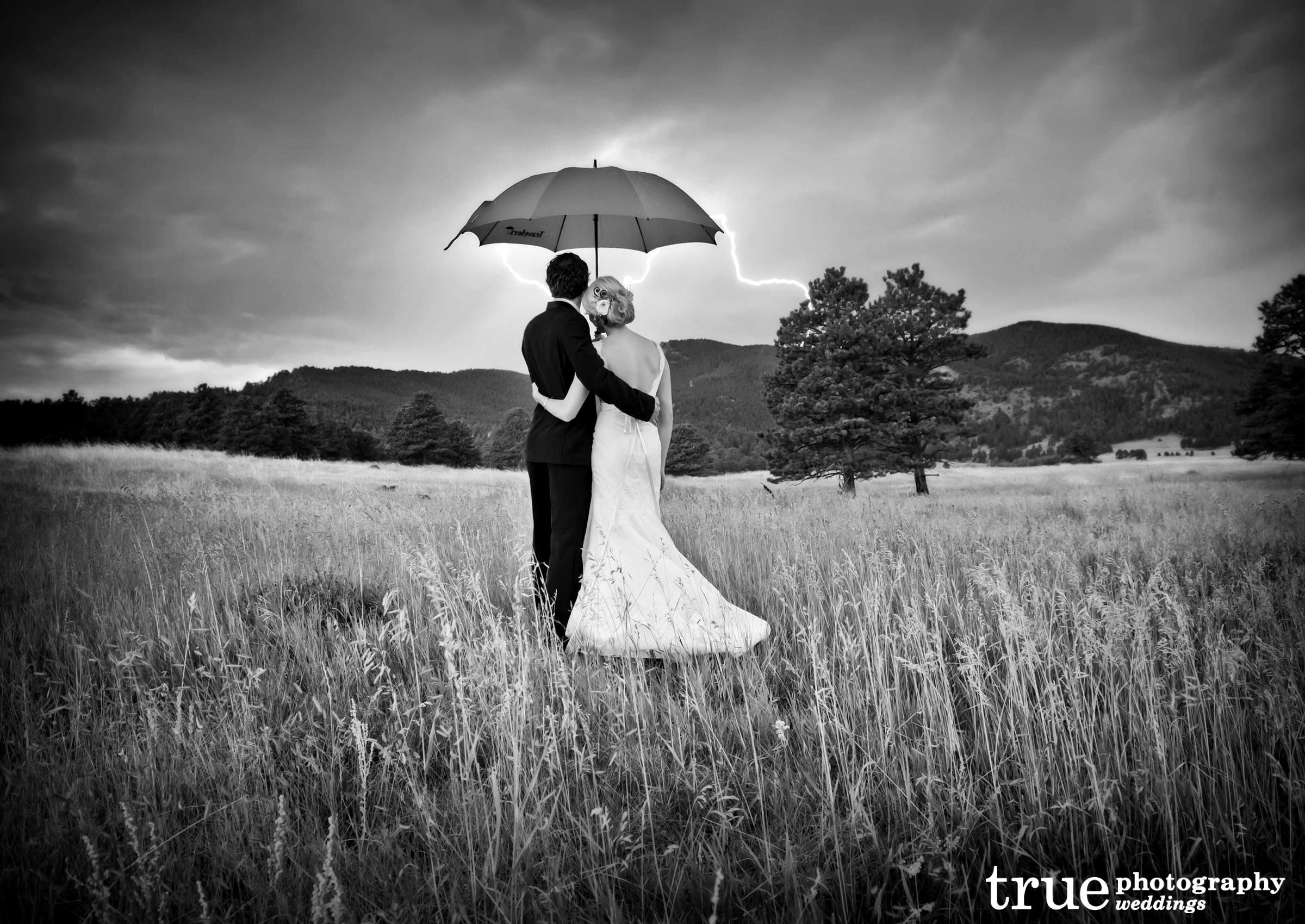 wedding background umbrella romantic dramatic storm yellow lightening during photographers unconditional bride colorless artists truephotography photographs hdblackwallpaper collaborative photographer via