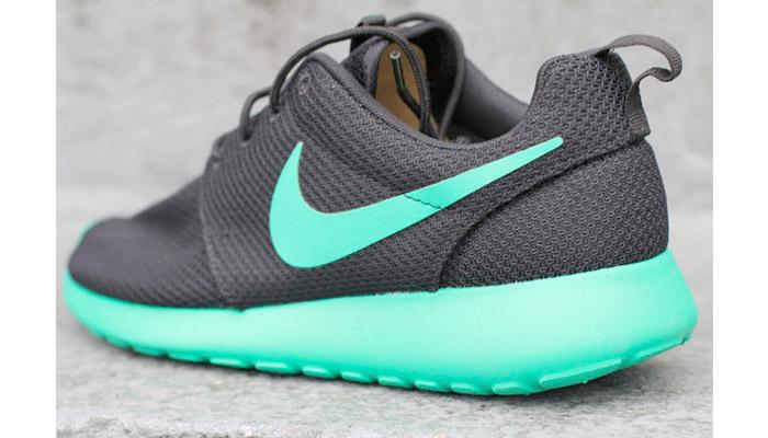 Nike roshe run black and teal