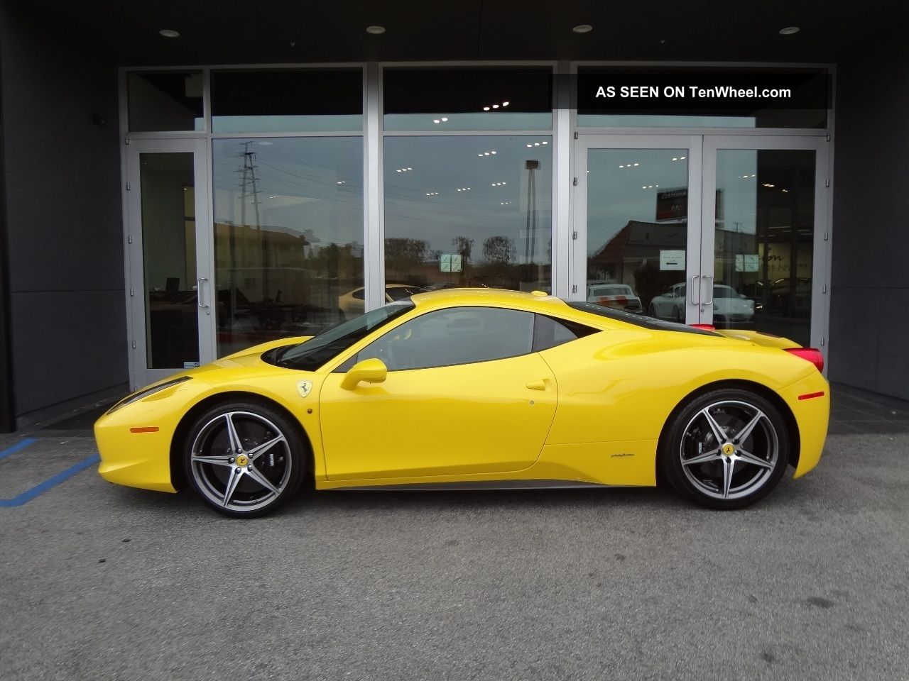 Black And Yellow Ferrari 32 High Resolution Wallpaper