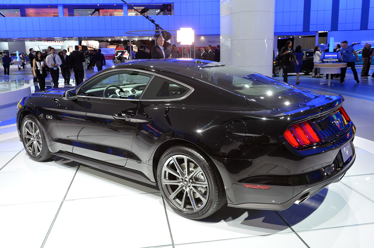 Black Ford Mustang  14 Background