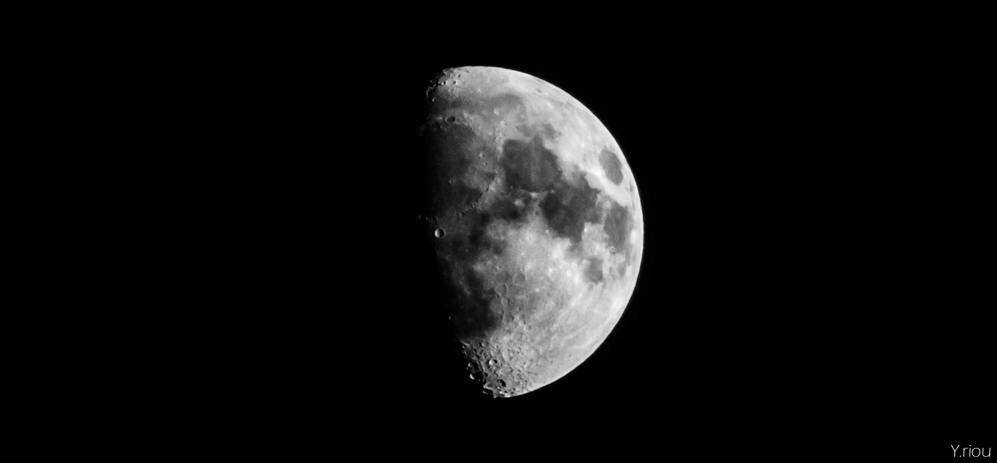 Black And White Moon 36 Background - Hdblackwallpaper.com