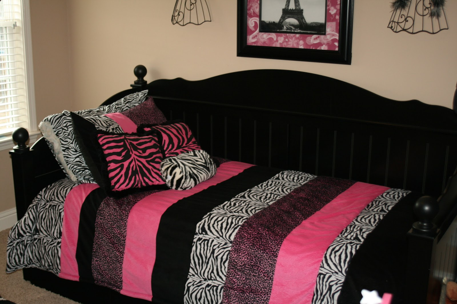 Paris Themed Wallpaper For Bedroom Pink And Black Wallpaper For Bedrooms 3 Free Wallpaper