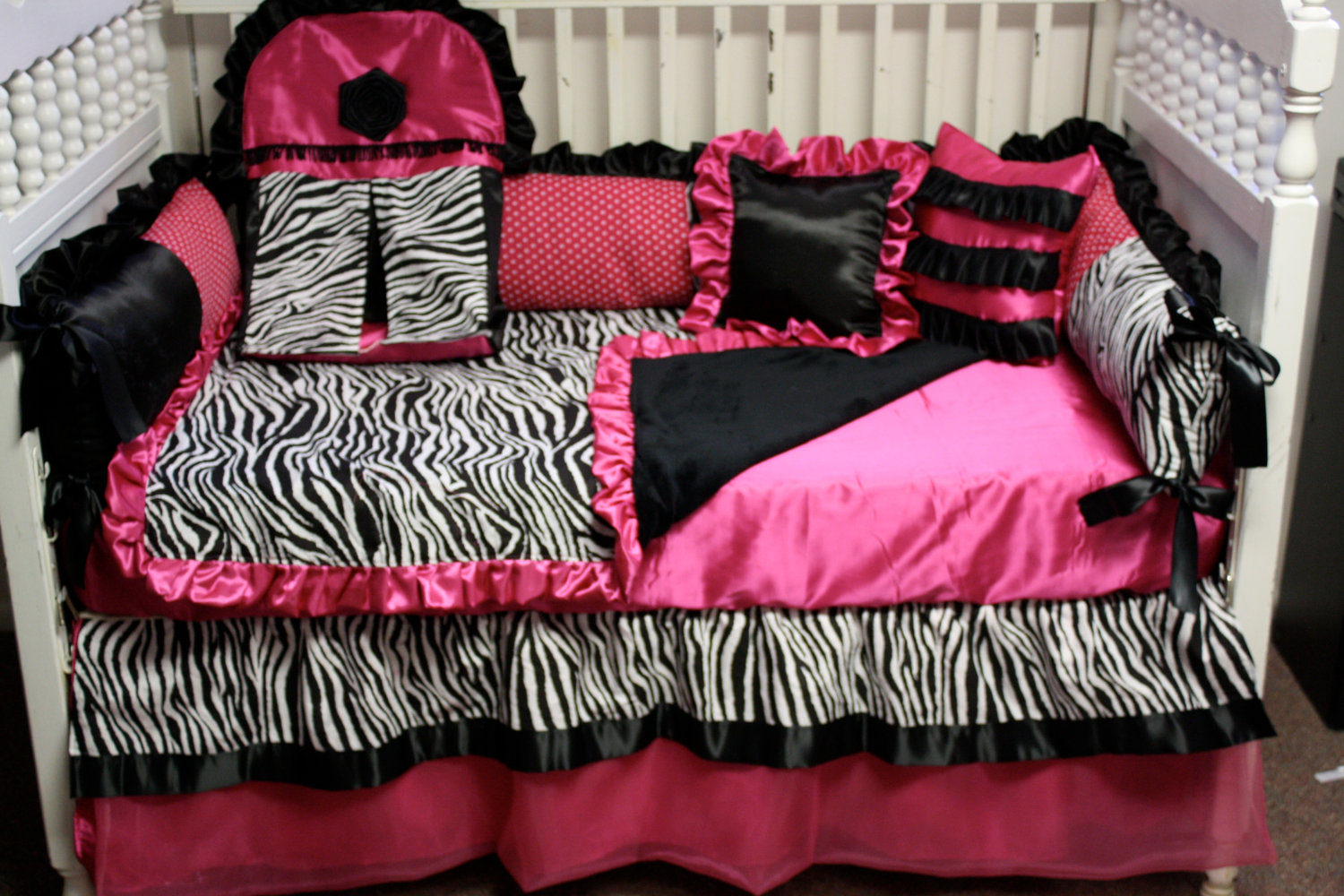 pink zebra wallpaper for bedrooms baby zebra bedrooms 19491